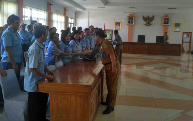 Pertemuan karyawan PDAM dengan Pjs Bupati Barito Timur.