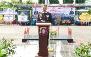 Kapolres Barito Utara AKBP Dostan Matheus Siregar saat membacakan sambutan Kapolri Jenderal Tito Karnavian pada upacara peringatan HUT ke-72 Bhayangkara di Muara Teweh, Rabu (11/7/2018).