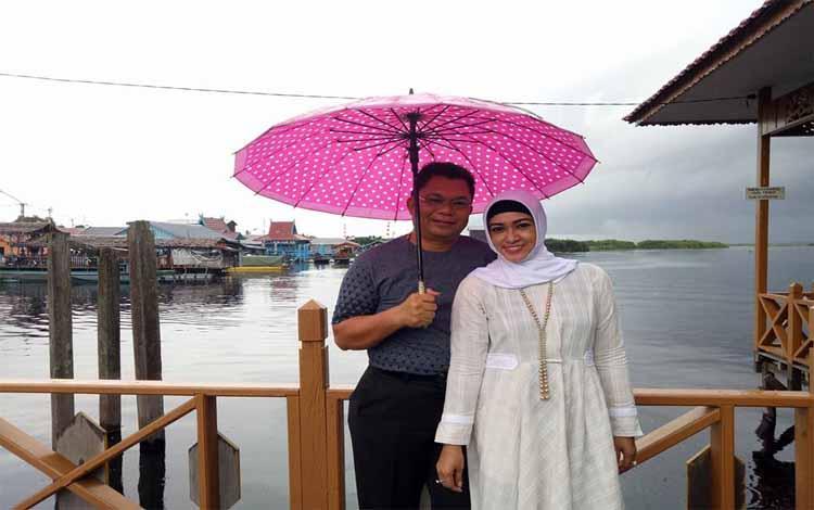 Srisako bersama istrinya Umi Mastikah calon Wakil Walikota Palangka Raya terpilih
