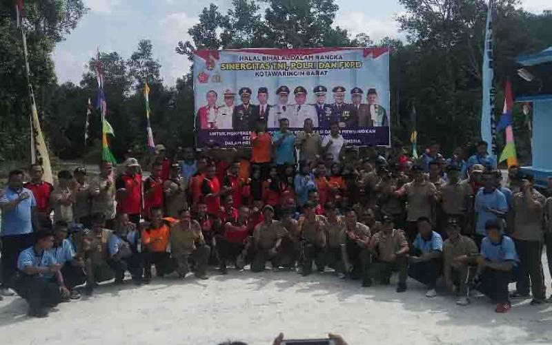 Halal bihalal olahraga bersama di kawasan Lanud Iskandar.