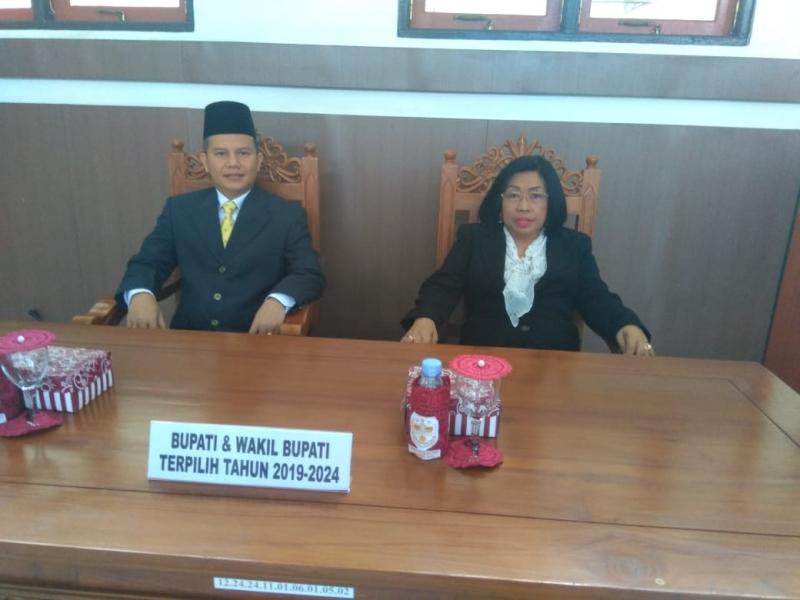 Bupati dan Wakil Bupati Gunung Mas terpilih Jaya S Monong-Efrensia LP Umbing