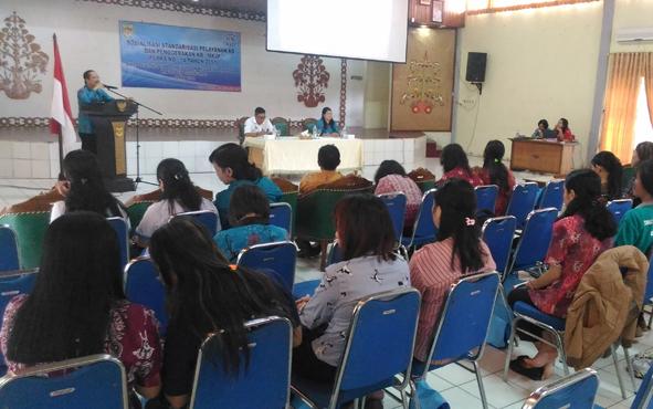 Kepala Dinas Pengendalian Penduduk dan Keluarga Berencana Kabupaten Gunung Mas Isaskar menyampaikan arahan saat kegiatan di GPU Tampaung Penyang, Jumat (10/8/2018).