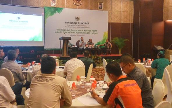 Lokakarya jurnalistik tentang peran warganet dalam menyongsong masa depan industri kelapa sawit Indonesia di Palangka Raya, Kamis (30/8/2018).