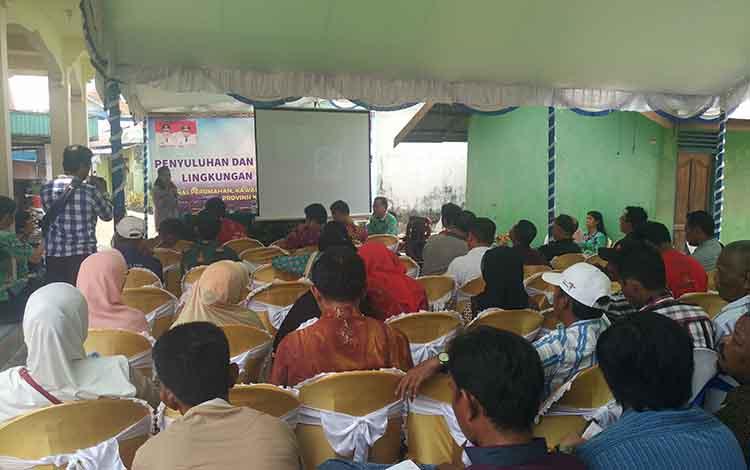 Pihak Pemerintah Provinsi saat melakukan sosialisasi di Sampit.