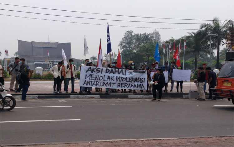 Puluhan mahasiswa lakukan aksi damai menolak intoleransi antar umat beragama, Kamis, 4 Oktober 2018 lalu.