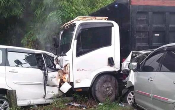 Kecelakaan lalu lintas terjadi Jalan Muara Teweh-Ampah, tepatnya di Desa Puri, Kecamatan Raren Batuah, Kabupaten Barito Timur, Rabu (10/10/2018).