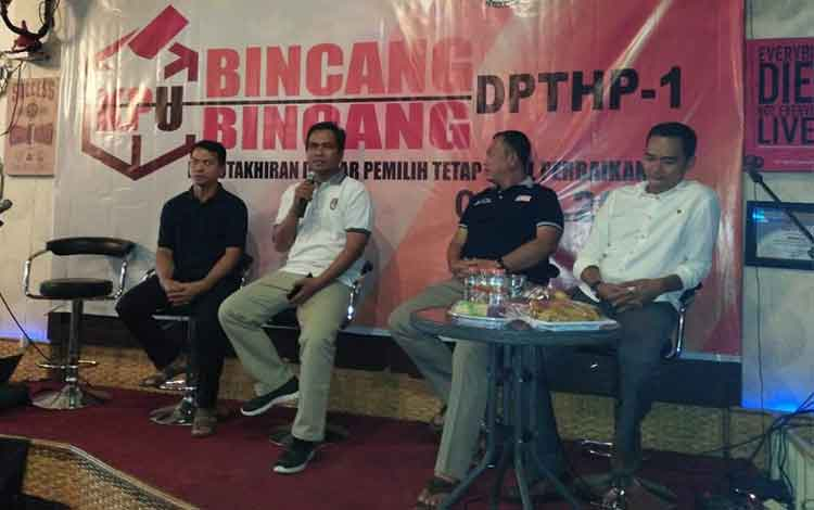 Ketua KPU Usman Sitepu saat menyampaikan sambutan pada acara bincang--bincang malam ini
