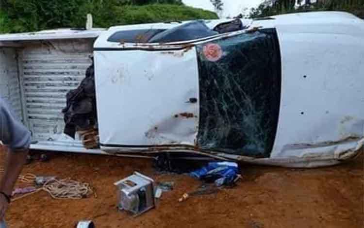 Begini kondisi mobil dinas Camat Hanau yang mengalami kecelakaan di Jalan Rantau Pulut- Tumbang Manjul
