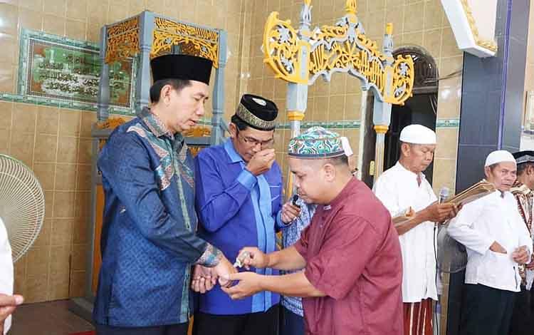 Bupati Barito Utara H Nadalsyah ketika menghadiri peringatan Maulid Nabi Muhammad SAW.