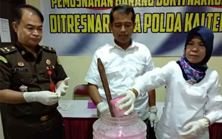 Pemusnahan barang bukti sabu di Polda Kalteng, Kamis (22/11/2018)