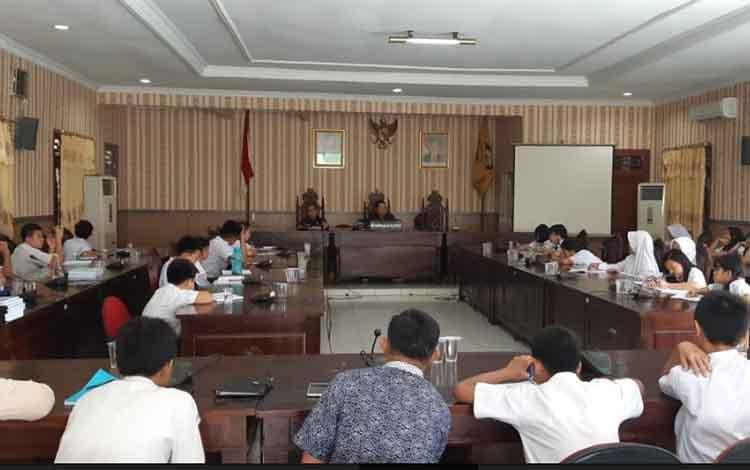 Kunjungan pelajar salah satu sekolah di DPRD Kotim