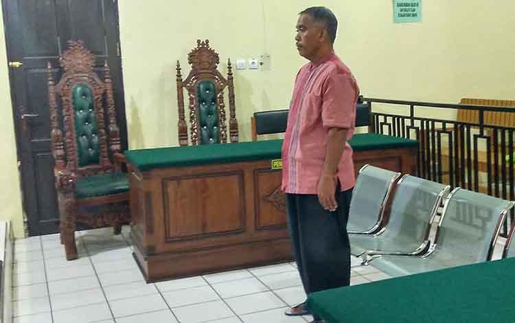 Das berdiri saat mendengar putusan Majelis Hakim dalam persidangan yang digelar di Pengadilan Negeri Palangka Raya.