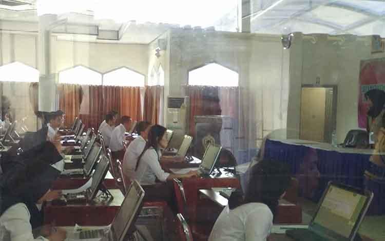 Para peserta tes CPNS saat mengikuti tes kompetensi dasar (TKD) beberapa waktu lalu.