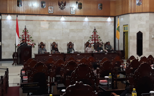 Suasana Rapat Paripurna ke-11 Masa Persidangan III di Kantor DPRD Kabupaten Kapuas, Kamis (29/11/2018) malam.