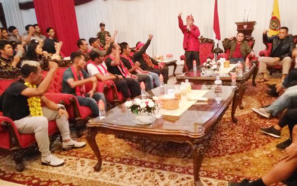 Skuat dan ofisial Kalteng Putra tiba di Istana Isen Mulang, Palangka Raya, Rabu (5/12/2018).