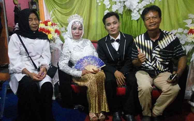 Kedua mempelai menjalani resepsi pernikahan pada Rabu (6/12/2018).