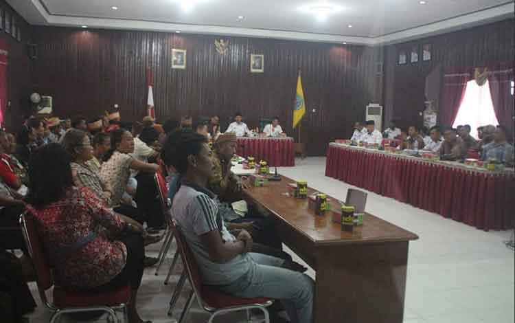 Suasana Rapat Dengar Pendapat di Aula Setda Lamandau, Rabu (5/12/2018)