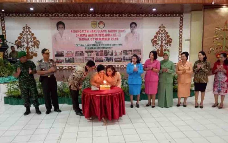 Perayaan HUT ke 19 Dharma Wanita Persatuan di Gunung Mas.
