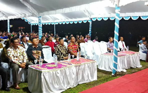 Wakil Bupati Sukamara Ahmadi saat menghadiri perayaan Natal jemaat Gereja Bethel Indonesia di gedung GBI Permata Sukma, Jumat (7/12/2018) malam.