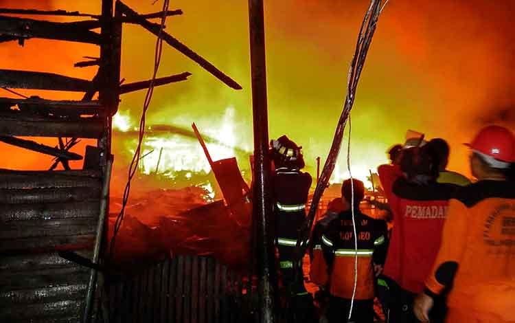 Kebakaran Melanda Kompleks Pemukiman Jalan Murjani Palangka Raya