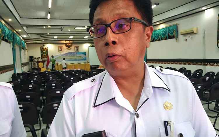 Kepala DPMPTSP Kotim Jhony Tangkere