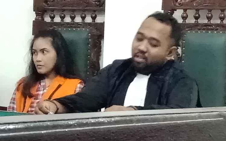 Vony Windy Sasmita saat menjalani sidang didampingi penasihat hukumnya