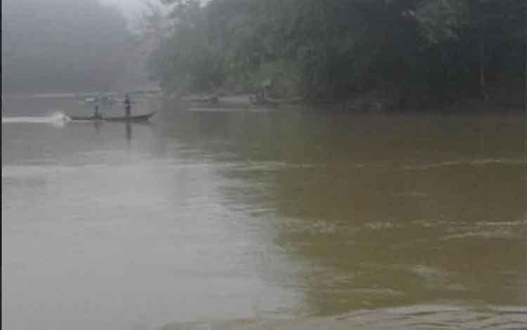 Suasana pencarian korban ternggelam di Tumbang Miri.