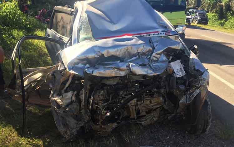 Kondisi mobil yang terlibat kecelakaan lalu lintas.