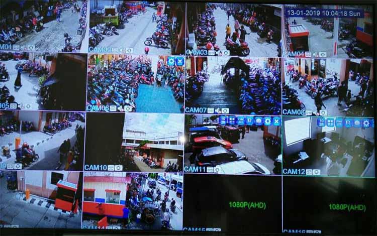 Layar monitor pemantau lokasi parkir elektronik di PPM Sampit
