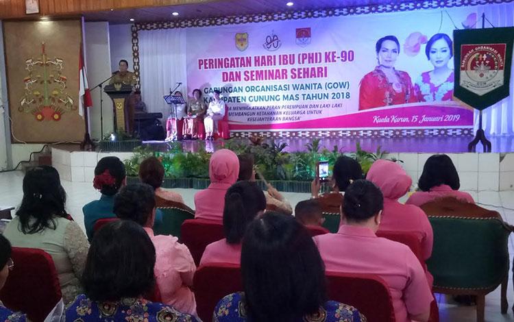 Wakil Bupati Gumas Rony Karlos menyampaikan sambutan saat Peringatan Hari Ibu ke-90