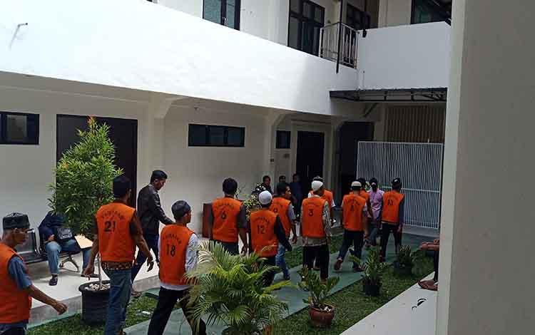 Tahanan dari Seruyan saat di Pengadilan Negeri Sampit.