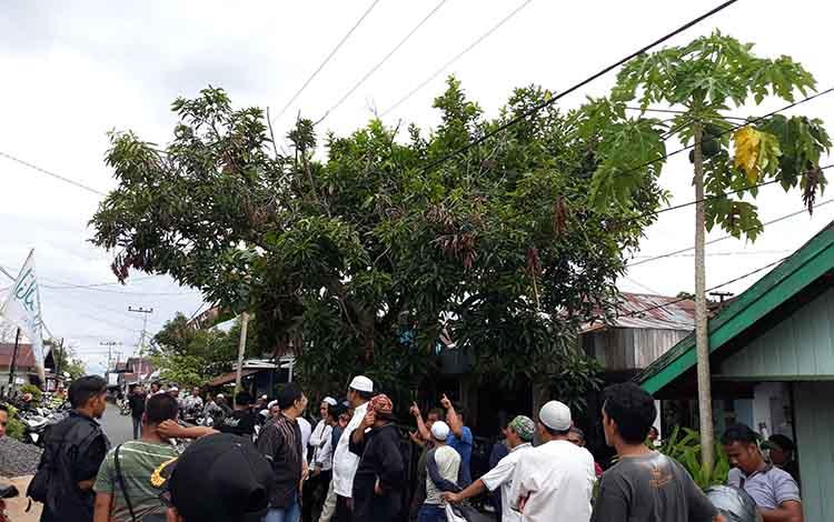 Suasana di depan rumah duka Jalan KS Tubun Kuala Kapuas, Jumat (18/1/2019) sore.
