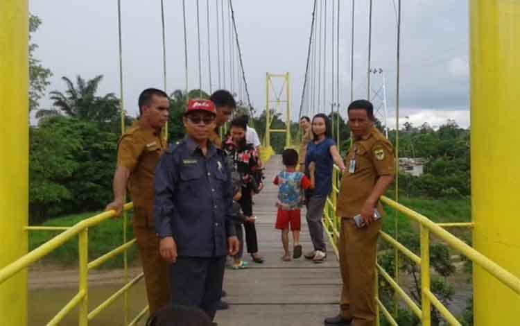 Jembatan Gantung penghubung Desa Penda Pilang-Desa Tumbang Manyangan ke Desa Tumbang Tambirah, Kecamatan Kurum