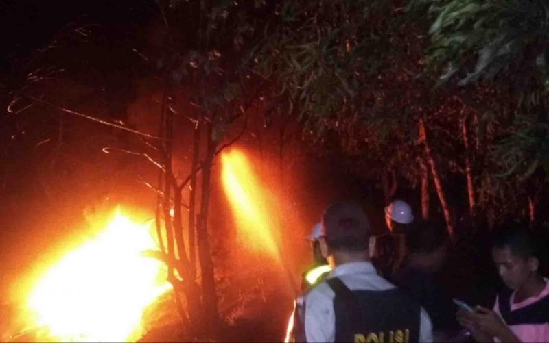 Kebakaran kelotok di Kapuas.