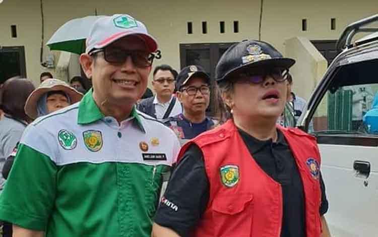 Plt Kepala Dinas Kesehatan Kota Palangka Raya, drg Andjar Hari Purnomo (kiri)