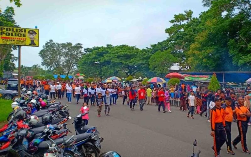 Jalan sehat Millenial Road Safety Festival di Kapuas.