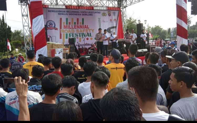 Deklarasi Road Safety Festival di kawasan Bundaran Pancasila