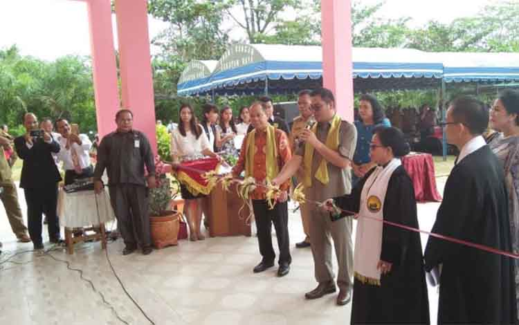 Peresmian dan pentahbisanGedung Gereja Kalimantan Evangelist (GKE) Gloria di Kelurahan Jakatan Raya, Kecamatan Rungan, Senin (11/2/2019).