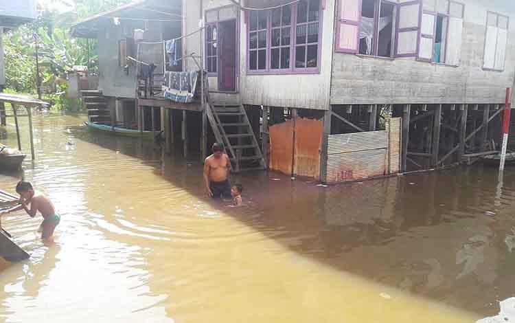 Banjir di kawasan Jalan Flores, Muara Teweh.