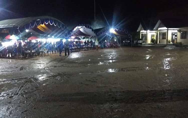 Suasana arena acara penutupan HUT Sematu Jaya