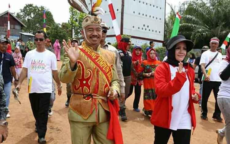 Bupati Seruyan Yulhaidir(kiri) beserta Wakil Bupati Seruyan Hj Iswanti Darwan Ali.