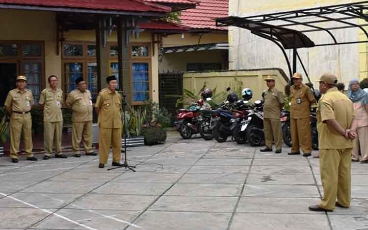 Wakil Bupati Kapuas Nafiah Ibnor saat memberikan arahan kepada pegawai Dinas Ketahanan Pangan, Selasa (12/2/2019)