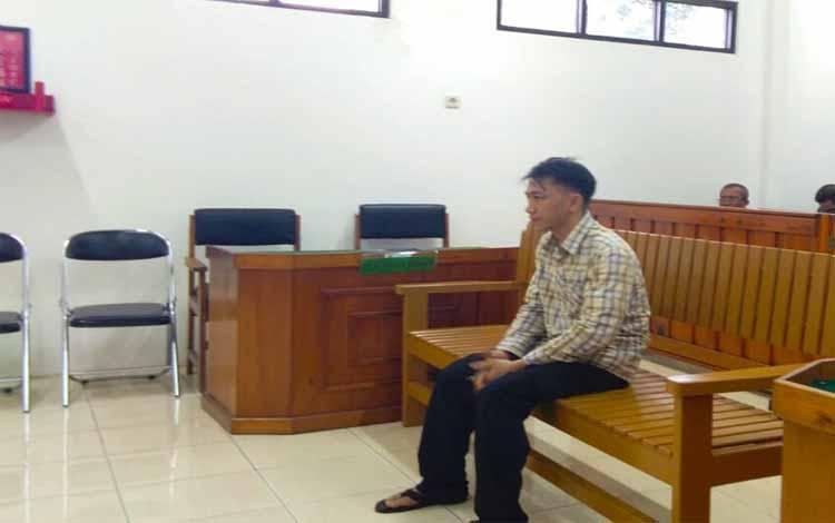 DO, menjalani persidangan di Pengadilan Negeri Palangka Raya