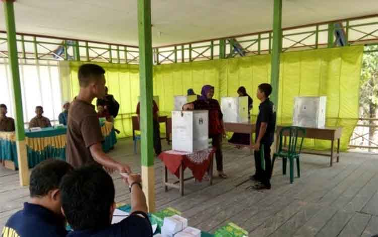 Tampak suasana pemungutan suara pada Pilkades di kecamatan Sematu Jaya, beberapa waktu lalu.