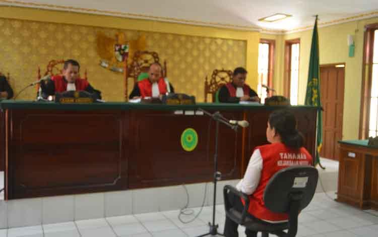Oknum anggota DPRD Bartim saat menjalani sidang putusan