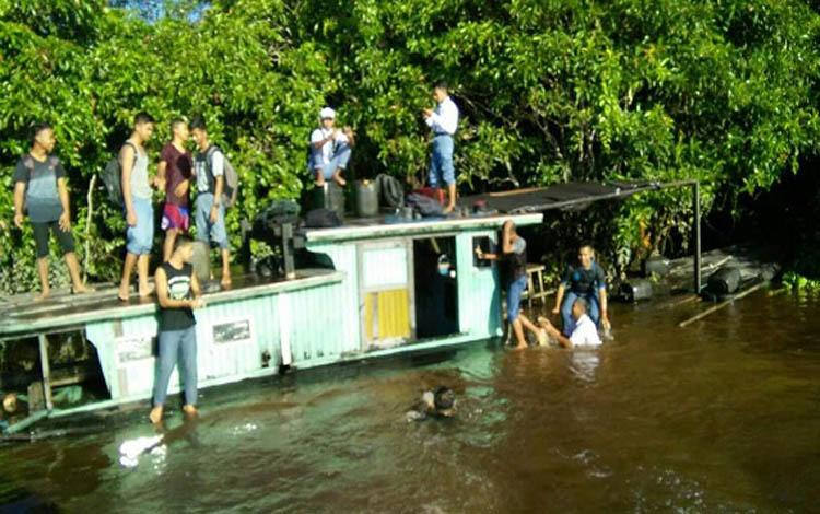 Kelotok yang ditumpangi siswa SMA PGRI 2 Sampit karam