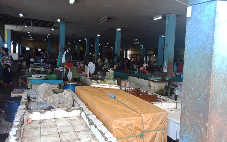 Kawasan pasar ikan PPM Sampit