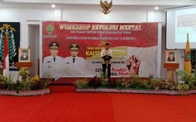 Sekda Kalteng Fahrizal Fitri mewakili Gubernur Kalteng Sugianto Sabran membuka pelatihan Revolusi Mental di Aula BPSDM Kalteng, Kamis (21/2/2019)