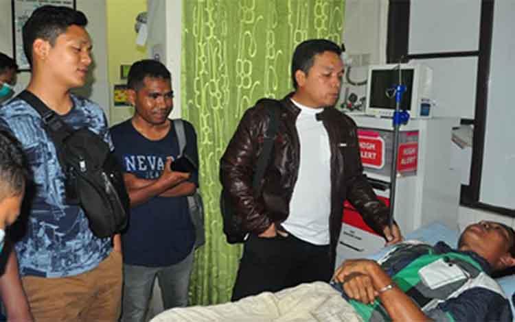 Kapolres Palangka Raya AKBP Timbul Rein Krisman Siregar memintai keterangan terhadap salah satu pelaku, Minggu (24/2/2019)