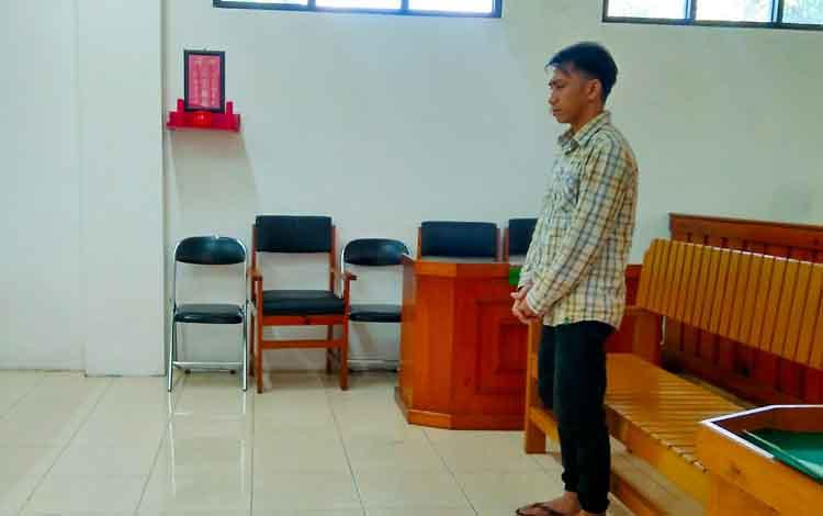 DO mendengar amar putusan Majelis Hakim dalam persidangan di Pengadilan Negeri Palangka Raya.